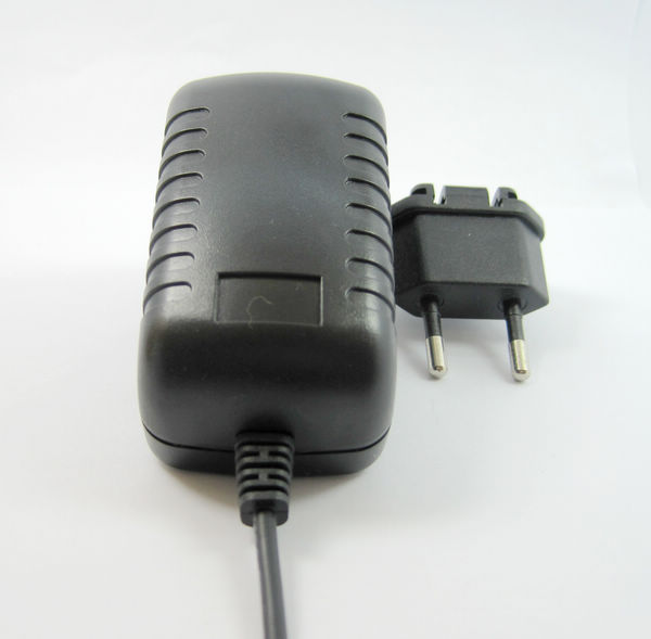 Switching Power Supply 9v 6w changeable plugs for distortion Boss pedals