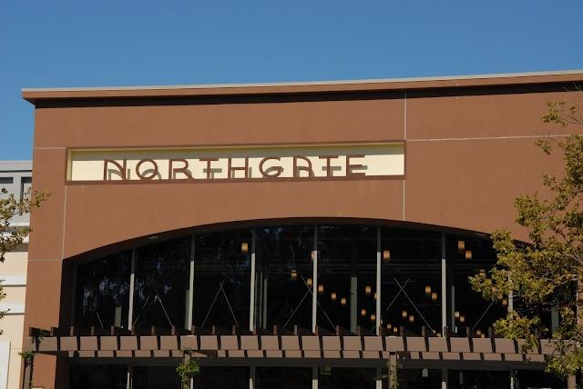 Nave Shopping Center