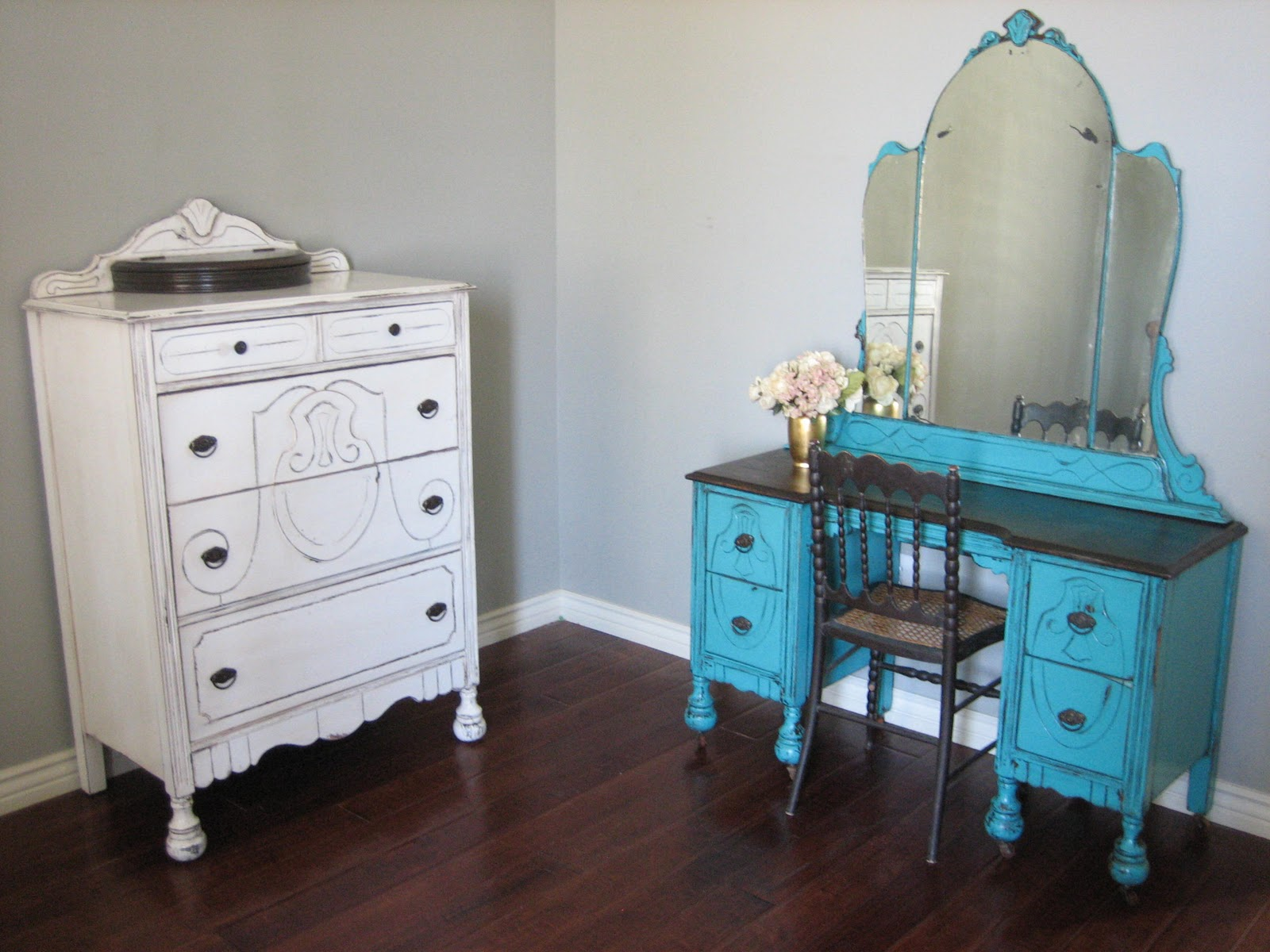 European Paint Finishes Antique Bedroom Set
