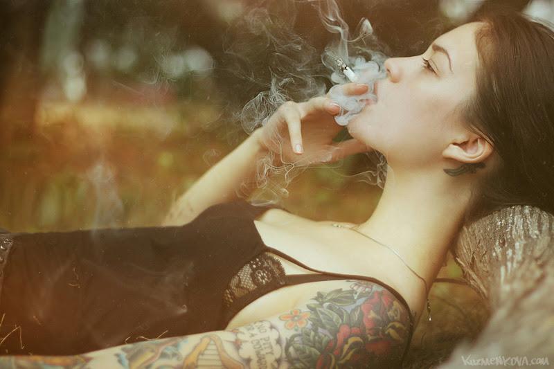 Những hình xăm đẹp trong ảnh nude của Mary Kuzmenkova