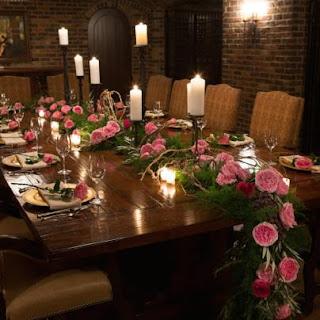 Dùng hồng Carey để trang trí bàn ăn cực kỳ sang trọng
