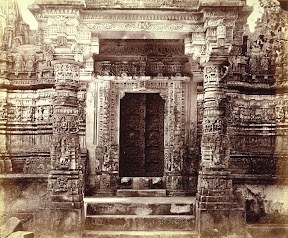 Edmund David Lyon: Entrance porch of the Kumarapala Temple, Satrunjaya (1868)