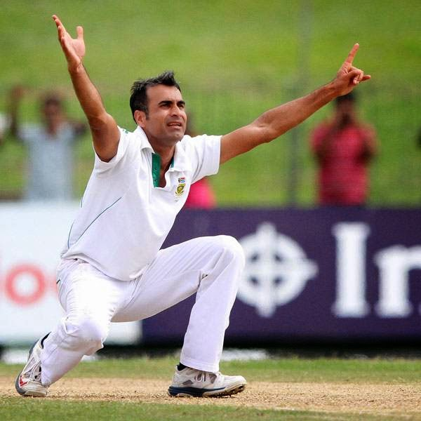 South African bowler Imran Tahir unsuccessfully appeals for a leg before wicket decision against Sri Lankan batsman Mahela Jayawardene during the first day of the second test cricket match in Colombo, Sri Lanka, Thursday, July 24, 2014.