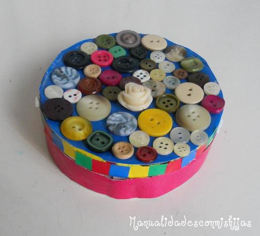Manualidades con mis hijas caja de quesitos con botones - Manualidades de botones ...