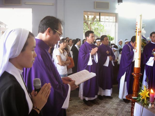 Hình ảnh thánh lễ an táng Nữ tu Maria Ngô Thị Khấn thuộc Hội Dòng Mến Thánh Giá Nha Trang