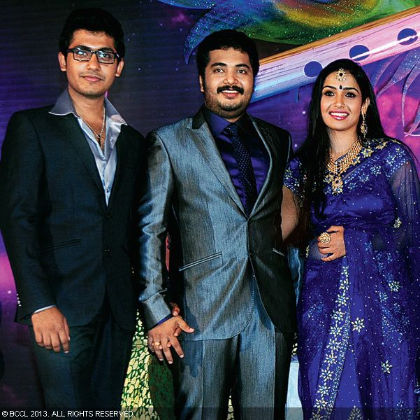 Anu Mohan with Vinu Mohan and Vidya pose for the cameras during their wedding reception held in Kerala.