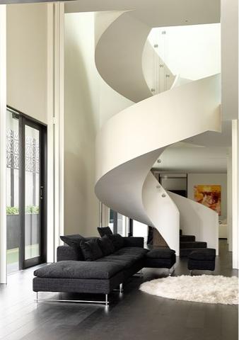 siempre tenemos el problema del espacio en todas las casas por tanto si tenemos escaleras el objetivo es que ocupen el mnimo espacio posible