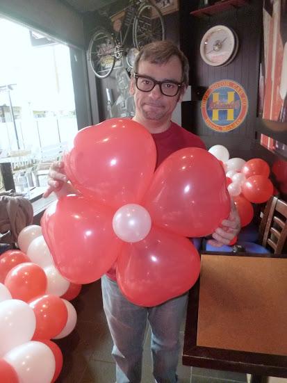 decoración con globos flor de 4 pétalos