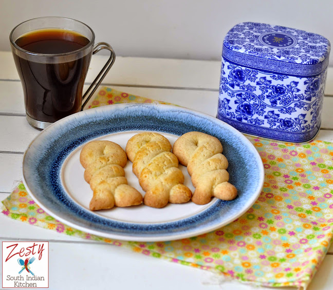 Greek Easter cookies (Koulourakia)