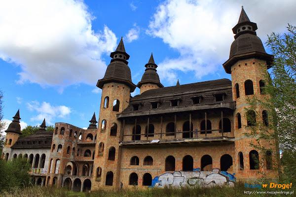Zamek w Łapalicach - niedokończona budowla
