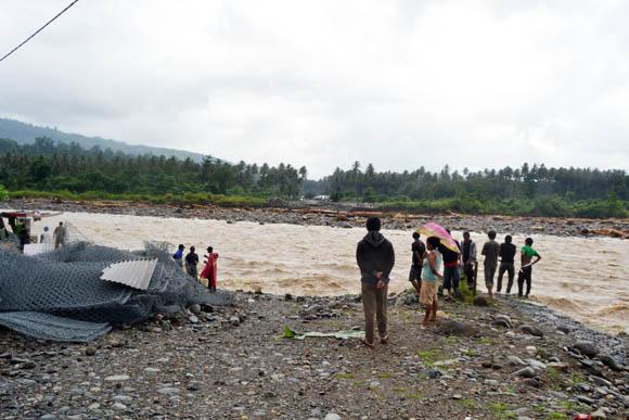 jembatan ambruk bolsel, molibagu, bolaang uki, APBD bolsel, Bolsel, Bolaang Mongondow Selatan, Pinolosian, posigadan, Humas Bolsel