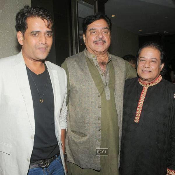 Ravi Kishan, Shatrughan Sinha and Anup Jalota during the birthday celebrations, in Mumbai, on July 29, 2014. (Pic: Viral Bhayani)