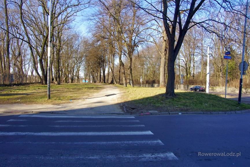 Tutaj zacznie się budowana właśnie droga dla rowerów - skrzyżowanie z ul. Kniaziewicza.