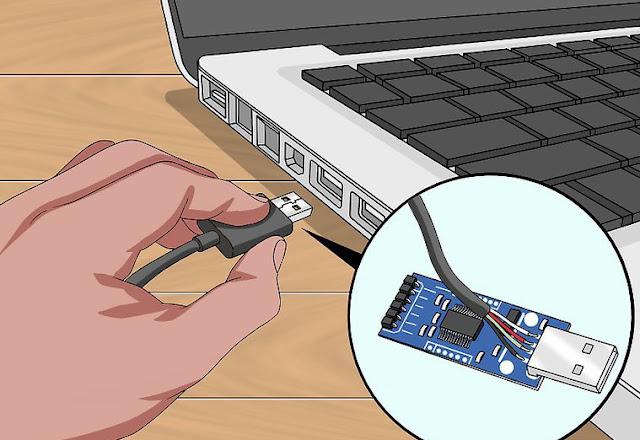 توصيل كيبل USB من الفلاشة الى الكمبيوتر