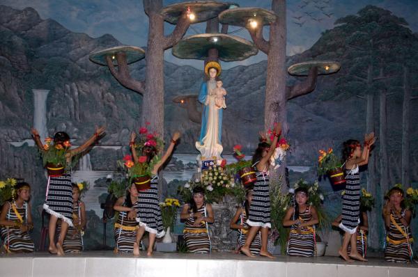 Giáo xứ Phú Phong long trọng khai mạc Tháng Hoa