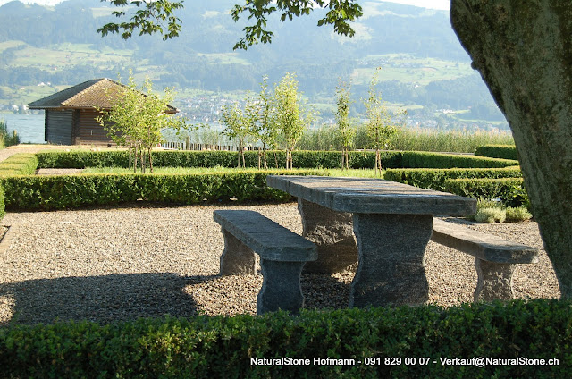 Tisch Grotto zum einbetonieren aus Tessiner Calancagneis