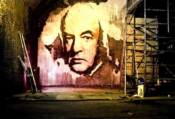 Улично изкуство от издълбани портрети в стената