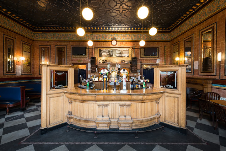 Pubs of Edinburgh and Glasgow: Central Bar