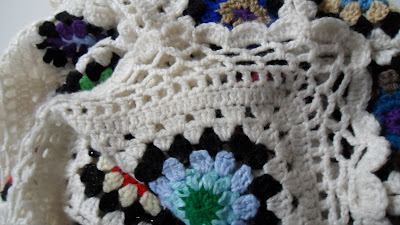 Crochet granny square blanket, close up of the lace edging
