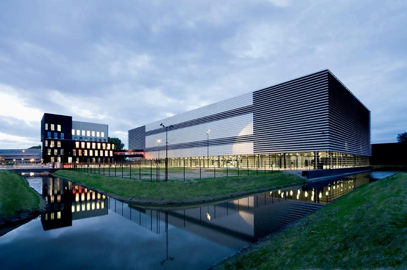 Amsterdam, Paesi Bassi: Datacenter by Benthem Crouwel Architekten