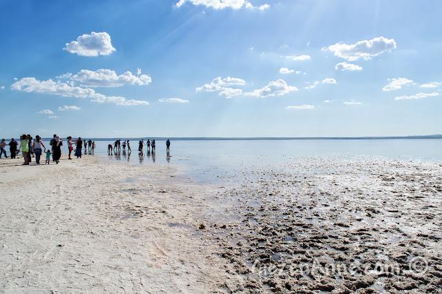 Tuz Gölü'ndeki turistler