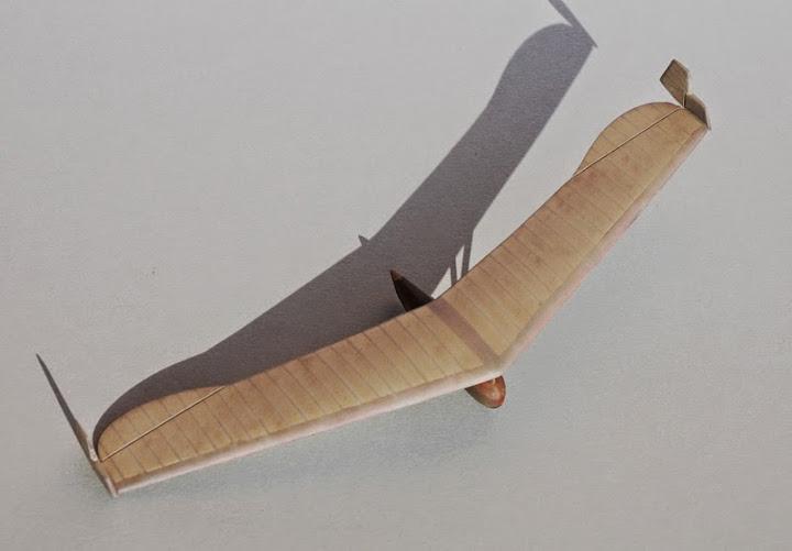 RRG Storch IV... Traduction: un planeur aile volante Fin2