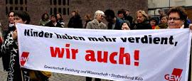 Protestierende mit Transparent: »Kinder haben mehr verdient, wir auch! GEW«.