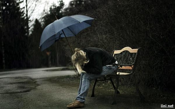 ảnh cô gái thất tình khóc trong mưa