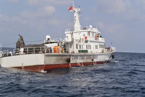 Cứu ngư dân ở Hoàng Sa giữa gọng kềm tàu Trung Quốc - ảnh 4