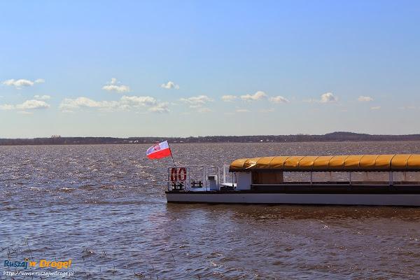 statek wożący turystów do wyrzutni rakiet