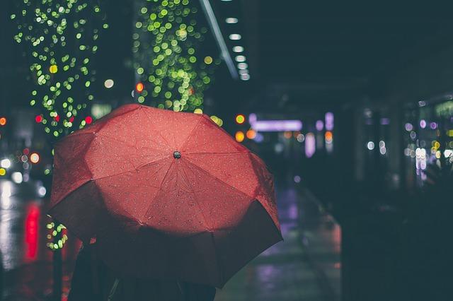mưa trên phố ngày tháng 7