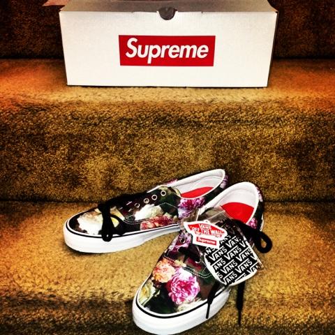 3f27d46e39 NuCityShoes  Supreme x Vans Era