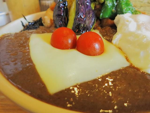 とろけるチーズとプチトマト
