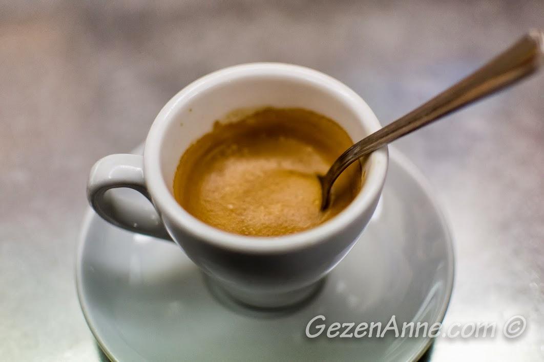 bol köpüklü espresso, Roma