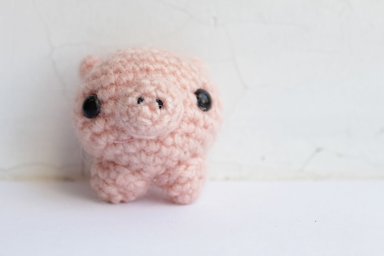 Amigurumi pattern for a dancing Gunter pig. Crochet piglet | 814x1220