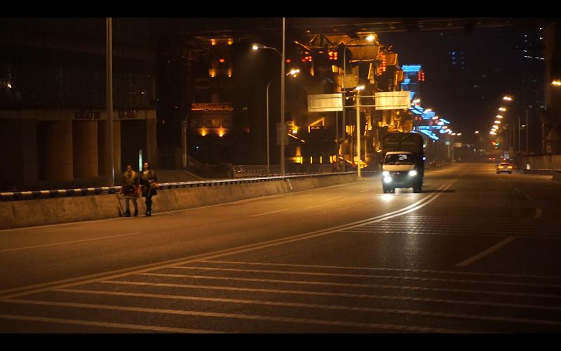 Cruzando por las avenidas de Chongqing