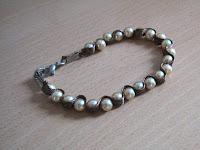 pulsera de perlas/pearl bracelet