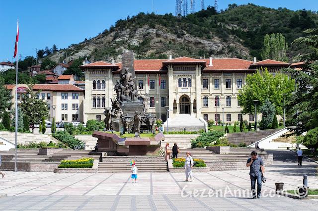 Kastamonu Cumhuriyet Meydanı ve Valilik binası