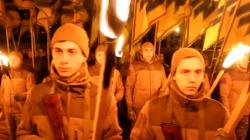 Nhóm Tân Phát Xít Người Ukraina Tụ tập Hơn 5000 Thành viên Đốt Đuốc Diễu Hành
