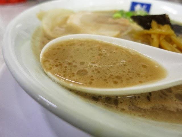 土色でトロミがあるバリバリ濃いスープ