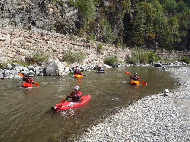 Kayaking (Plimbari cu caiacul)