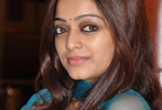 Janani Iyer,hot,lip kiss,grammar