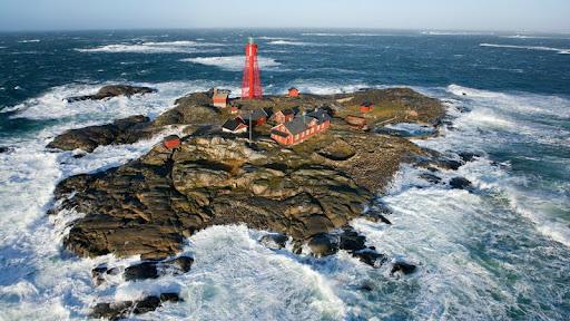 Pater Noster Lighthouse, Bohuslan, Sweden.jpg