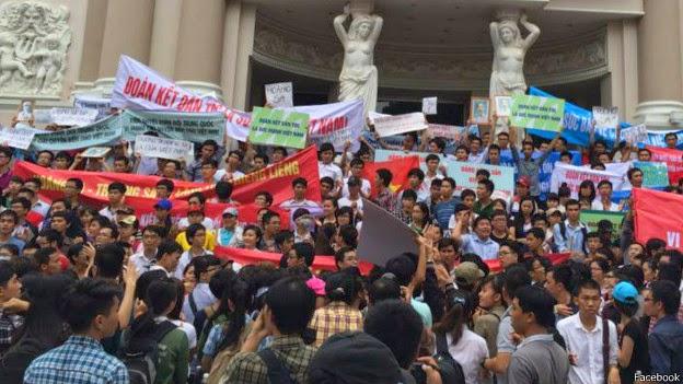 Ba miền Việt Nam biểu tình rầm rộ chống Trung Quốc