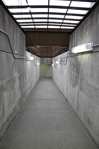 高速基山バス停 下り線 出口通路<br />