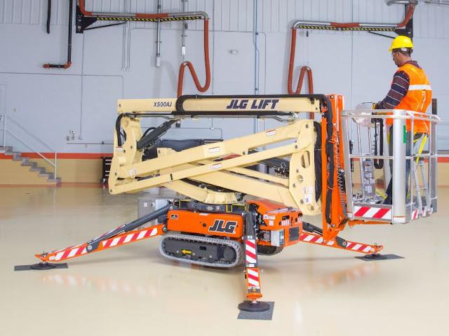 Compact Crawler Boom Lift