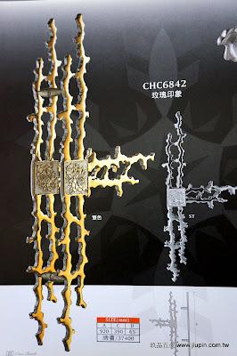 裝潢五金 品名:CHC6842-玫瑰印象大把手 長度:920m/m 孔距:390m/m 顏色:雙色/白鐵 牌價:$37400 玖品五金
