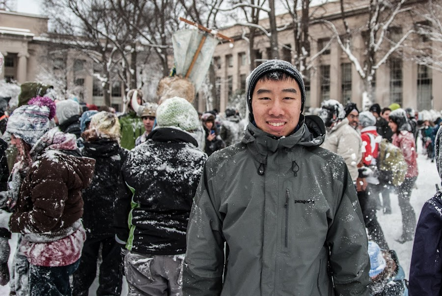 the best/worst thing about Gore-tex is that snow just doesn't stick to you and it looks like you didn't do any snowball fighting at all. this photo cred to CK Ong