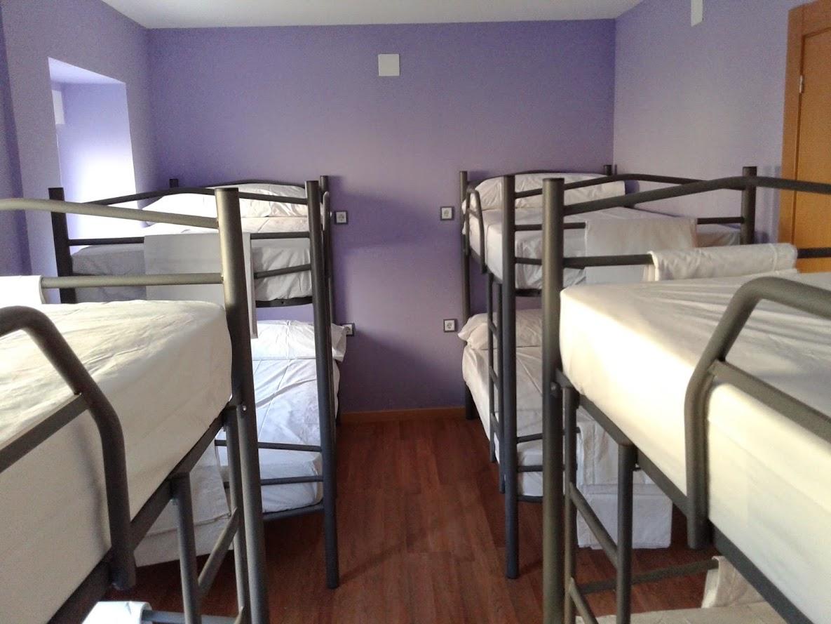 Zona de literas del albergue de peregrinos San Andrés, Zariquiegui, Navarra