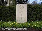 Guardsman A. Berry, Irish Guards, 1e april 1945, Leeftijd 30, Oosterbegraafplaats Enschede.